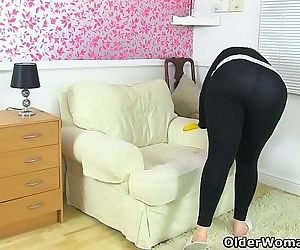 UKs cutest BBW milf Vintage Fox is a proper housewifeHD