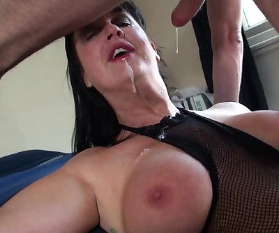 Carnivorous MILF Jessie Jo fed with Pascal's man meat
