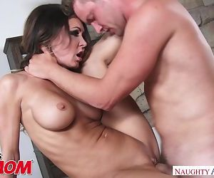 Hot young mom Jessica Jaymes wants to fuck a big dick - Naughty America