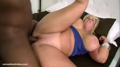 Plump White Wife Zoey Andrews Cuckold Hubby with BBC - 2 min