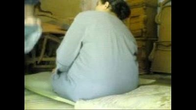 BBW GRANNY ARAB IN WORKSHOP SPY CAM - 5 min