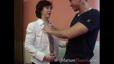 Amateur granny with hairy snatch - 5 min