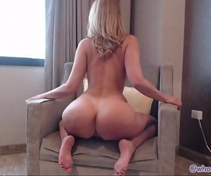 Milf Shakes and Twerks Ass On Cam 13 min 1080p