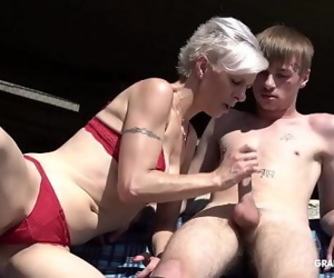 Skinny trapper licks short-hair granny under the bridge 3 min 720p