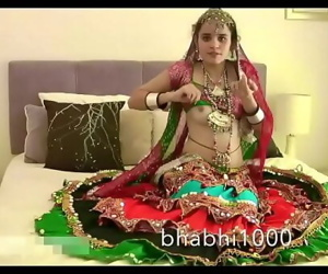 Gujarati Indian College Babe Jasmine Mathur Garba Dance and Showing Bobbs 95 sec