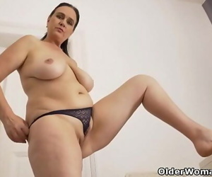 Euro milf Ria Black takes a well-deserved masturbation break 12 min