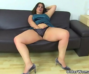 Curvy milf Montse Swinger fucks her pussy with a dildo 12 min 720p