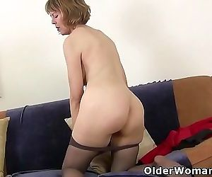 American milf Dee Williams fingers her hungry pussy 12 min 720p