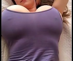 Busty Mom 20 sec