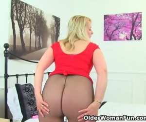 British milf Michelle doesnt wear knickers just tights