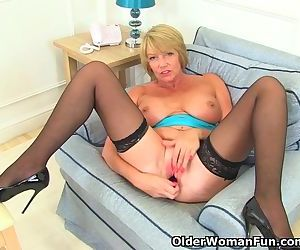 British milf Amy fulfills her honey pot\'s cravings