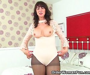 Scottish milf Toni Lace lets you enjoy her succulent body