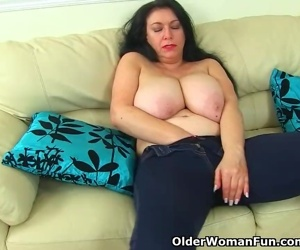 English milf Sabrina lets you enjoy her hungry cunny