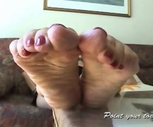 Amanda from Point Your Soles... Amazing mature feet...