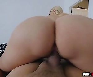 Stepson had a morning sex with his horny MILF stepmom 5 min 720p