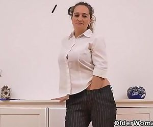 Euro milf Ameli stuffs her mature cunt with a dildoHD