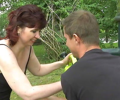 Mature MOM fuckin and suckin in an open field